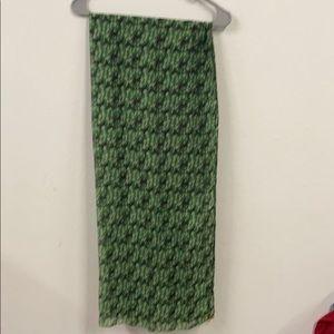Holiday reindeer w/snowflakes scarf -bells